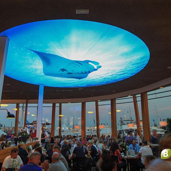 Spanplafond-LED-Loetje-AvondBinnen-Zijkant-1024px-BNI
